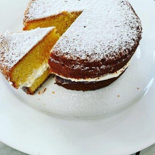 Year 11 sponge cake (baking unit)