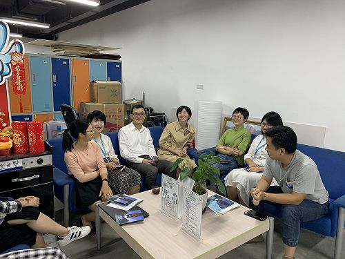 Joe Zhong, FLC China Chief Representative, meeting with new customers, an airline tourism team.