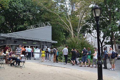 Queueing for burgers at Shake Shack, Madison Square Park