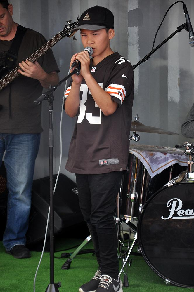 La'Mon sings at Urban Rock Afternoon