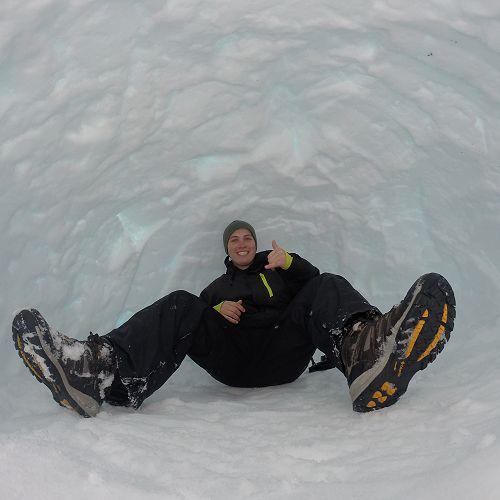 Matias - Outdoor Education, Snowcaving