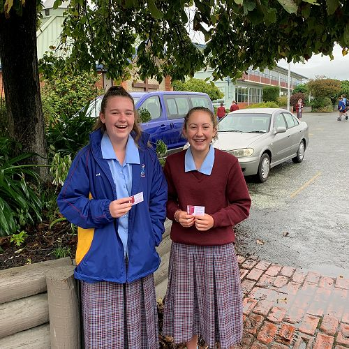 Emma Jamieson and Tallulah Rooney with their Tuckshop vouchers