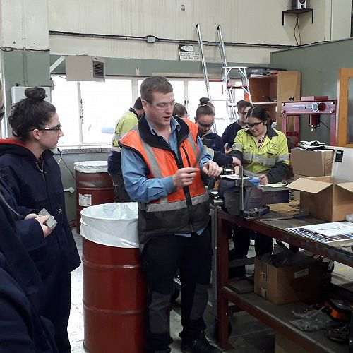 Farra's Mike Pascoe teaching attendees about Machining / Fitting
