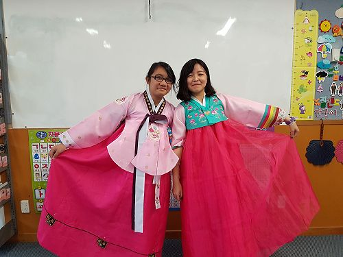 Hanging out in Hanbok