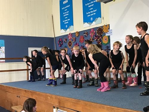 Room 7 singing the Gumboot Song at our Christmas Concert.