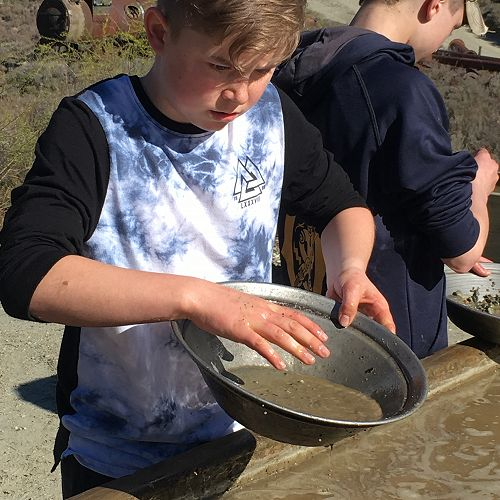 Harvey O'Neil panning for gold at Kawarau
