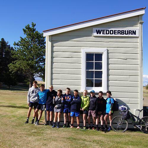 The first peloton makes it to Wedderburn