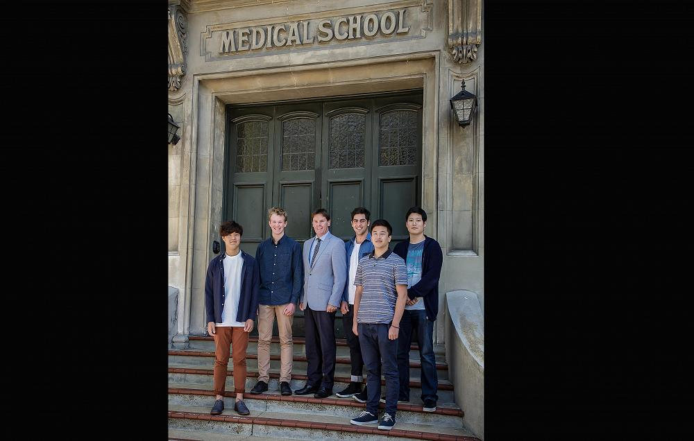 Five of the McGlashan Old Boys who gained entrance to 2nd Year Medicine in  2017, pictured here with John Mcglashan's headmaster, Mr Neil Garry,  (from left to right) Jimmy Jo, Wilson Mitchell, Mr Neil Garry, Joshua  Preston, Han Zhang and Joshua Kim