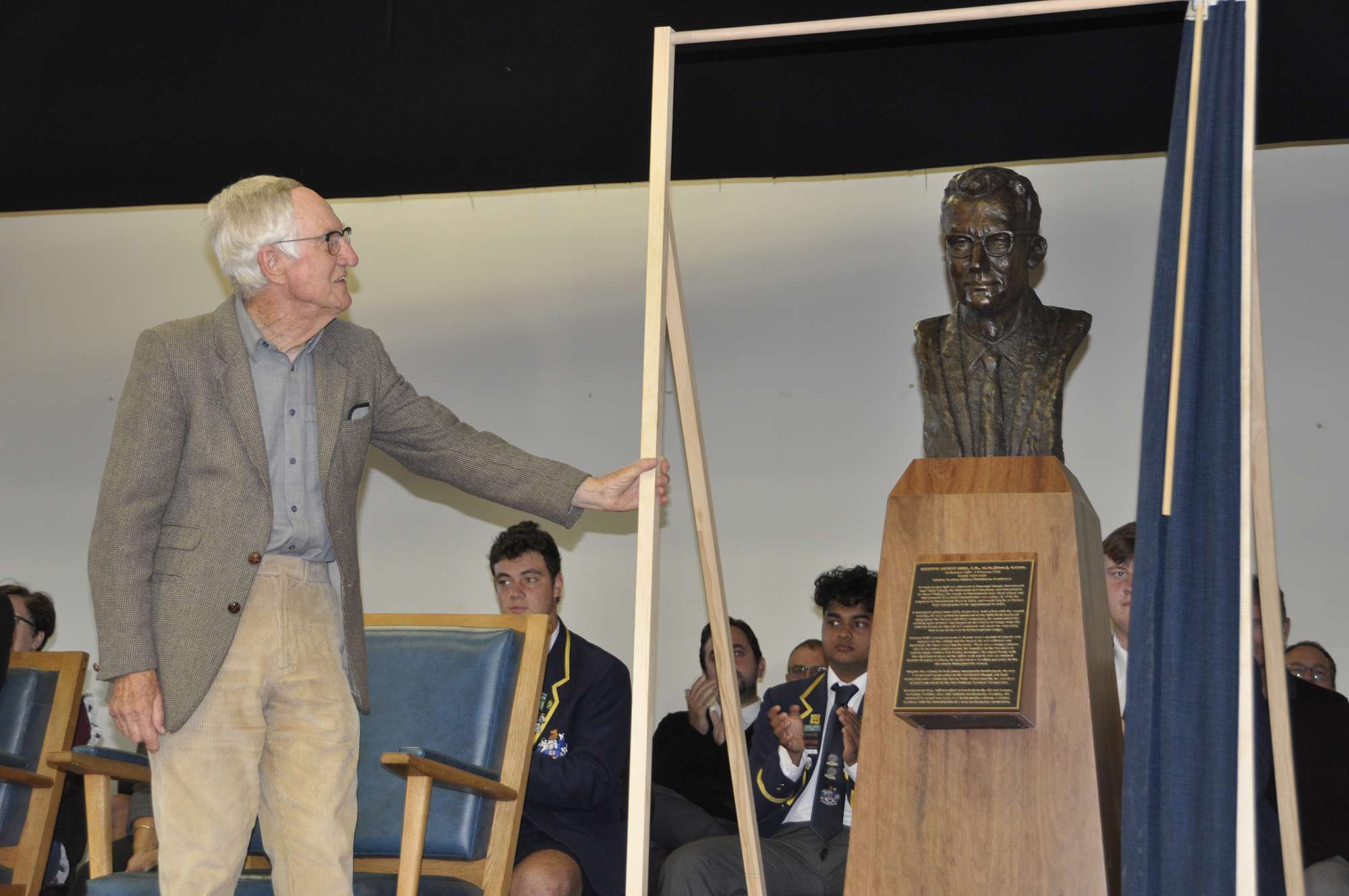 Dr Robert Bull unveiling the sculpture of his fath