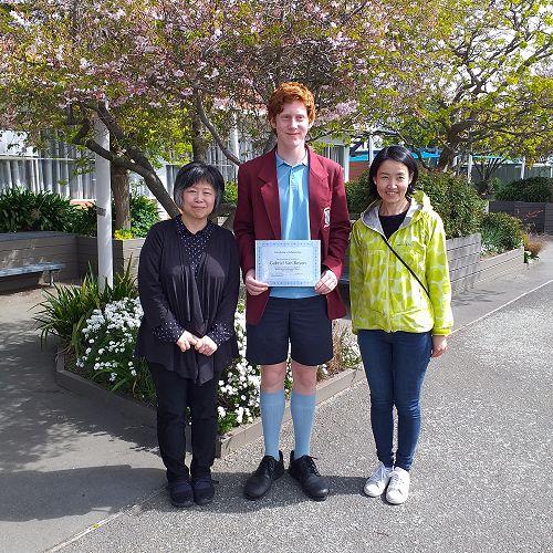Kei Ando & Noriko Iwamoto from JTC New Zealand Ltd present Gabriel van Royen with his scholarship