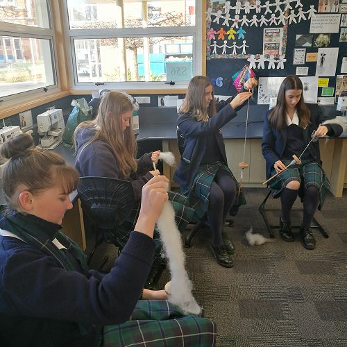 Keira McNeill, Jenna Willis, Aria Hughes,Jamie Laing practicing spinning with a drop spindle.