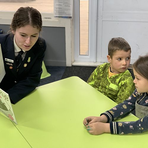 Tauriko School - Reading to tamariki