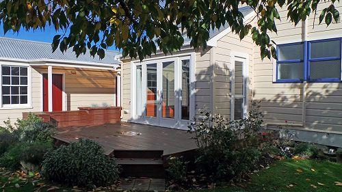 Garden Lounge deck area - Chestnut Villa