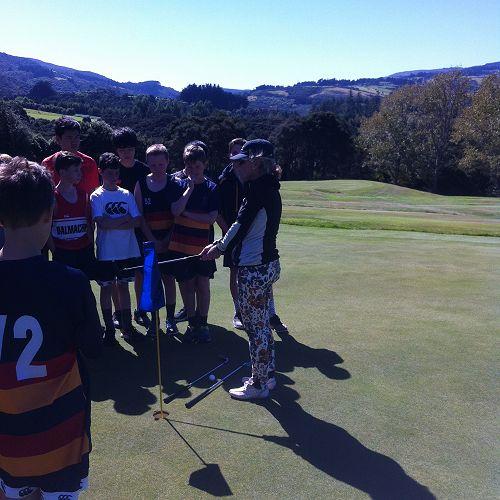 Year 7&8 Golf lessons with Melanie Harper
