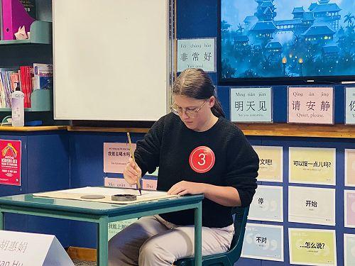 Maya Bromby calligraphy writing