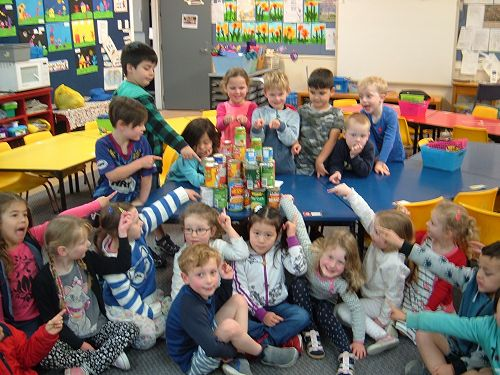 Collecting cans and making a structure with the ca
