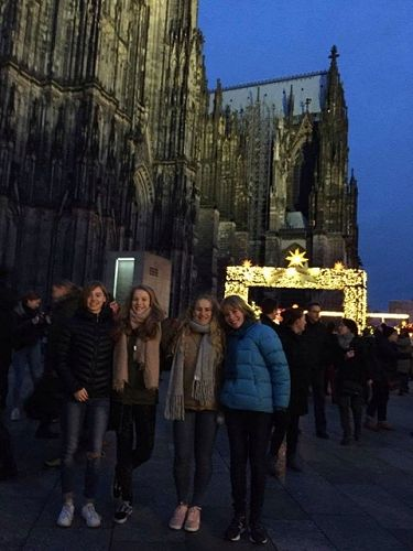 Helena, Jana, Jamie and Kate in front of the Cologne Cathedral.