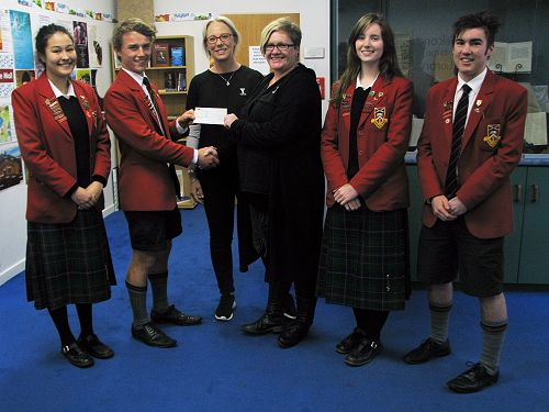 Head students present the cheque for $1,000 to rep