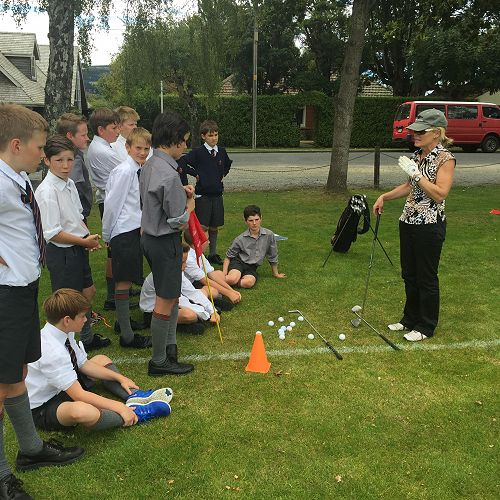 7MBE Golf Lessons with Melanie Harper.