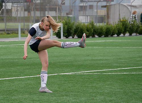 Aliya Drake with a clearing kick