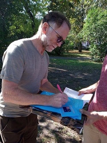 David Howard signs autographs after the City Day r
