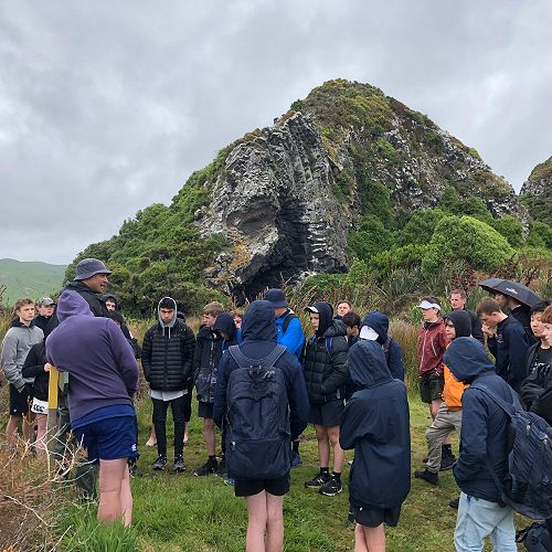Mr Price speaking about the history of Māori settlement around the pyramids