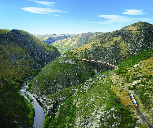 Taieri Gorge Train travelling over Flat Stream Viaduct.