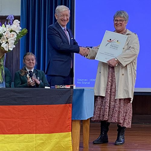 Herr Stefan Krawielicki presenting the plaque to Mrs Duthie