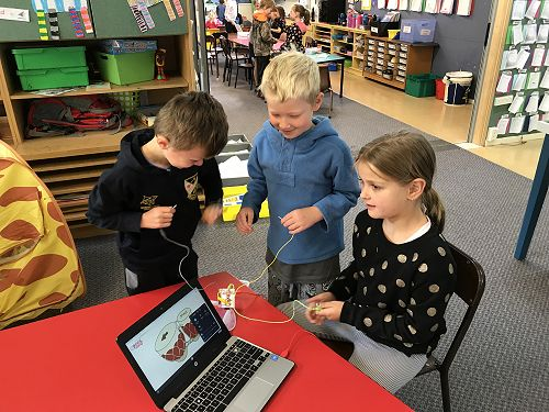 Room 7 and 9 working together making and creating.