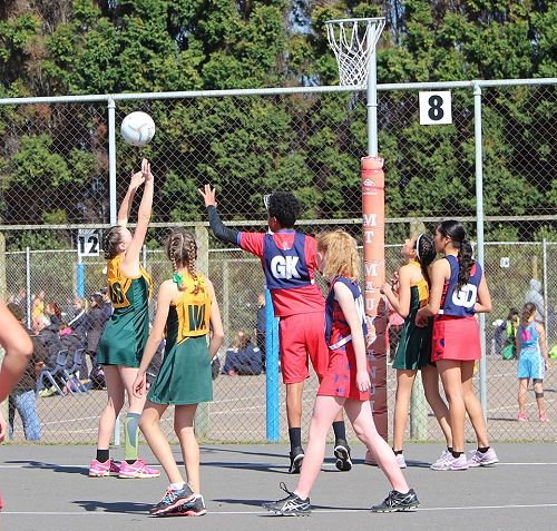 Monique Brooks attempts the shot with her very tall GK defending, Kate Harvey WA and Aylish Dunlop GA