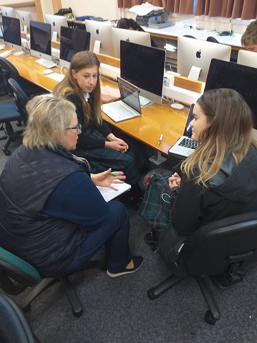 Year 10 Digital Tech students host local business owners