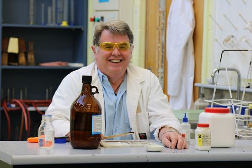 Dr Thompson wins NZ Chemistry Award