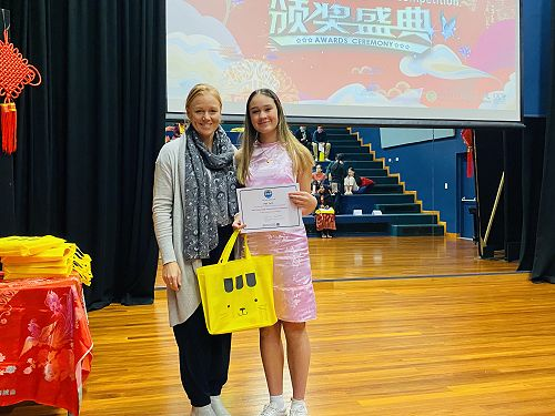 Kayla Smith receiving her prize from Mrs Piebenga