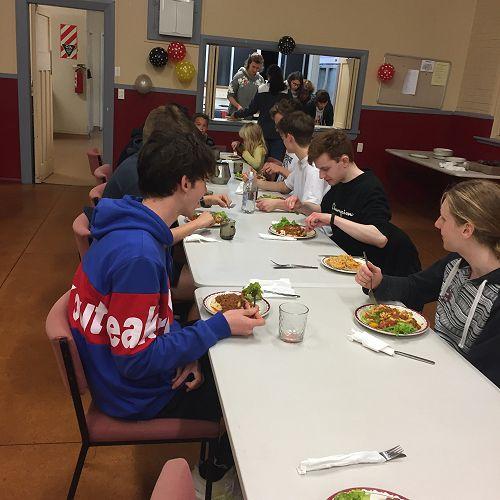 Dinner time or 'Abendessen' in German.