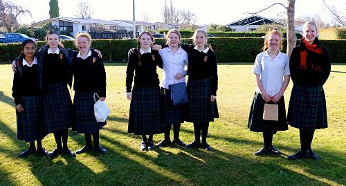 Chalk Art 2019 Place Getters (L-R) 2nd Crystal Layno, Tara O'Brien and Sophie Thorpe; 1st Chloe Newport, Shelby Henson and Alana Berry; 3rd Ella Thorpe and Ella Hole