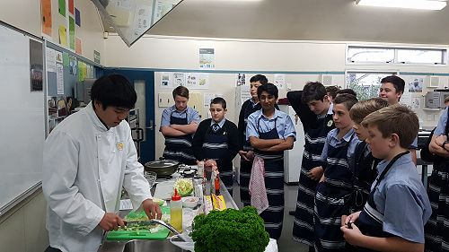 Yuta's cooking lesson with a Year 10 class