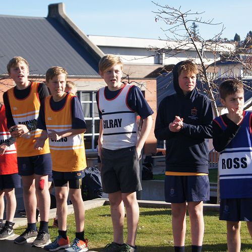 Y7&8 students cheer for older students at the finish line