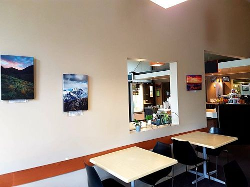 Student canvas's at Mundell's / Kiwi Country