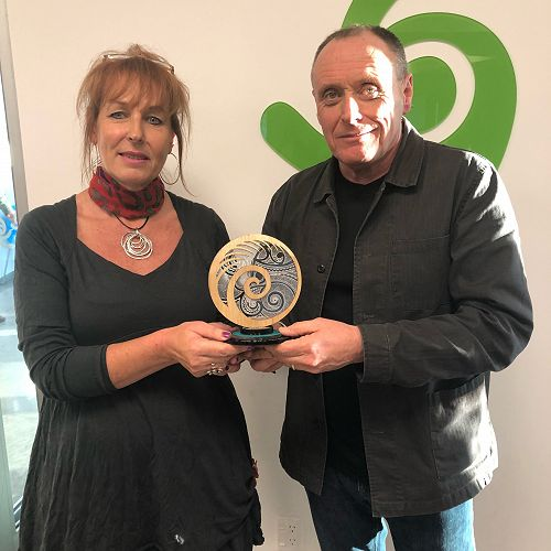 Suzanne presenting John Parsons with the Tuakana Taina gift