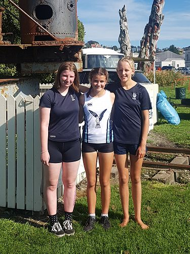 Intermediate Triathlon team from Left to Right: Jody Syme, Olive-Coco Verkerk and Phoebe Ozanne
