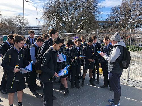 Mr Keats class with their tour guide Mr Skinner