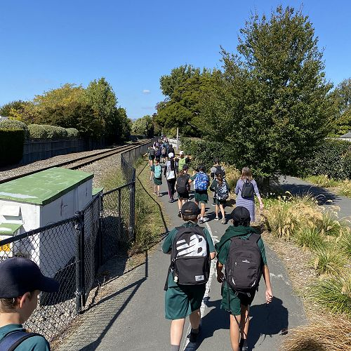 Students walked from Heaton to Hagley before lunch. The Northern Line Cycleway is a great way to avoid walking on busy roads, but we had to keep a sharp eye out for pedestrians and cyclists!