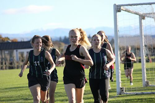 Bridge Hussey (middle) competes in her race at the