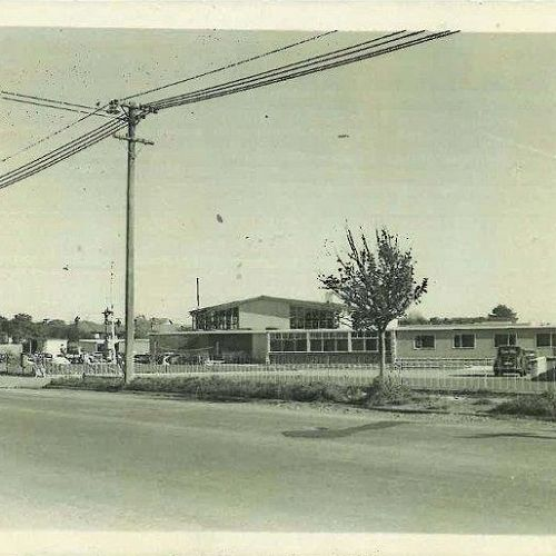 The raw, new Shirley BHS frontage in 1957.