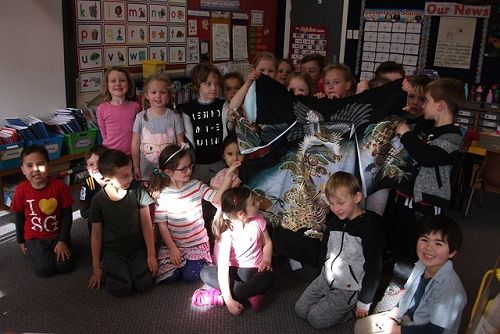 Room 10 learning about the Japanese culture from Tahito's Mum.