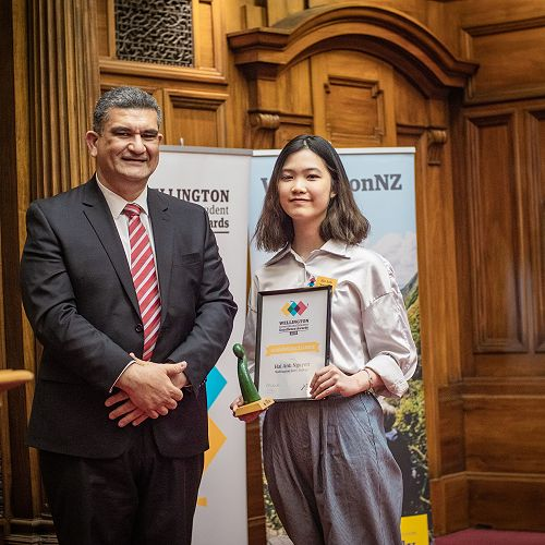 Anh Nguyen receiving the Wellington International Student Award for Academic Excellence